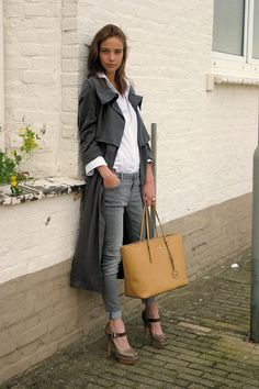 ★fall style★ matching trench+jeans, crisp white shirt, and platform heels  \\ @dressmeSue pins good outfits
