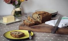 Claire Thomson's courgette loaf - freezable too Loaf Recipes, Fish Recipes, Sweet Recipes, Cake Recipes, Zuccini Squash Recipes, Yummy Snacks, Healthy Snacks, Piece Of Cakes, Vegetarian Recipes