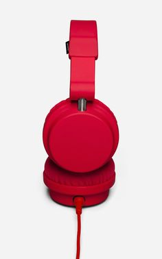 Find DJ quality sound with the Urbanears Zinken, a well rounded, comfortable, and affordable piece of audio gear. The over-ear headphones feature swivel ear caps for one ear monitoring, and an adjustable headband and quality crafted materials for extra comfort. The Zinken is for serious audioheads looking for great sound. http://www.zocko.com/z/JEuTP