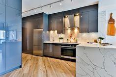 Clean Kitchen Cabinets, Kitchen Tops, New Kitchen, Kitchen Cabinet Remodel, White Cabinets, Kitchen Island, Interior Design Trends, Home Design, Modern Design
