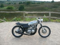 Bit bored of Honda CB Cafes recently but this one is nice, simple & not too overstyled.
