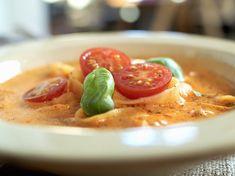 Tomatsuppe med grønnsaker og pasta