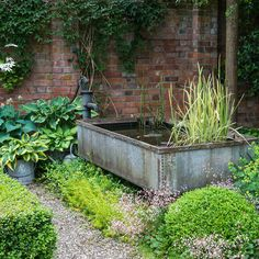 Trendy Fountain Ideas For Your Garden A garden fountain is one of thoes objecs that provides a blend of both natural and artificial gorgeousness Generally people dont con. Pool Water Features, Water Features In The Garden, Garden Features, The Secret Garden, Garden Fountains, Garden Ponds, Fountain Garden, Fountain Ideas, Herb Garden
