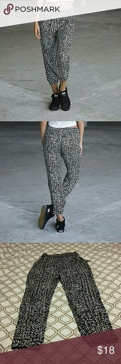 NWT Adam Levine Pants Breezy, lightweight challis lends this Adam Levine women's pull-on pant a drapey silhouette. With a smocked elastic waist and pegged cuffs that hit at the calf, this roomy scribble-print pant provides a flattering relaxed fit. Adam Levine Collection Pants