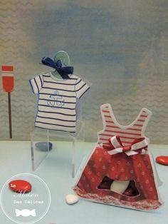 Ballotin à dragées mariage ou baptême, façon marinière rayée bleu et blanc. Ce contenant à dragées est idéal si le thème de votre évènement familial est celui de la mer. http://www.maison-des-delices.fr/contenants-a-dragees-mariage-ballotin-651