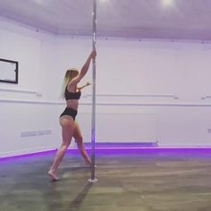 Pole Fitness Clothes, Pole Fitness Moves, Pole Dance Moves, Pole Dancing Fitness, Dance Tips, Pool Dance, Pole Dance Wear, Dance Stretches, Stripper Poles