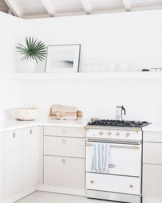 Every Friday on the blog we share our top pins from the week. This little kitchen from @villapalmier is just so serene and beautifully that I can't stop staring! It also doesn't hurt that it's freaking located in St. Barts. :@kateholsteinphoto for @designsponge