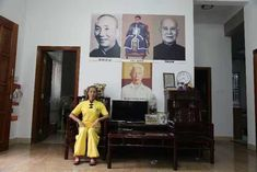 Grandmaster Ip Mans Foshan Wing Chun Lineage and student Grandmaster Lun Gai and his Student Derek Frearson Wing Chun Wooden Dummy, Ip Man, Lineage, Wings, Student, Painting, Painting Art, College Students, Paintings