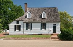 Timson House, Williamsburg, Virginia. Center section 1716, west shed added after 1750; east addition ca. 1820.