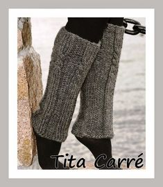 Polainas em tricot com motivos de corda Knitted Boot Cuffs, Knit Boots, Azul Anil, Colar Boho, Vogue, Leg Warmers, Couture, Knitting, Style