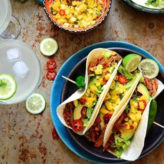 DIY taco time! Healthy Family Meals, Healthy Snacks, Healthy Recipes, Fruit Salsa, Pineapple Salsa, Pulled Pork Tacos, Fresh Avocado, Food 52, Wine Recipes