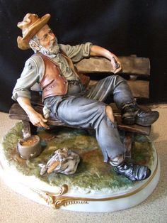 """Lamanga Large Figurine """"Tramp on Bench"""" - Excellent condition in Pottery, Porcelain & Glass, Porcelain/ China, Capodimonte 