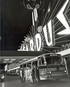 A night club tour stops outside of the Stardust Hotel and Casino in 1972.  http://www.justleds.co.za