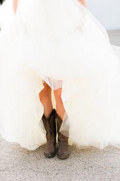 I love this Prairie Farm Wedding Wedding Pics, Farm Wedding, Wedding Bells, Dream Wedding, Wedding Ideas, Wedding Stuff, Cowgirl Wedding, Wedding Night, Rustic Wedding