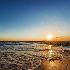 【andoshinsaku】さんのInstagramをピンしています。 《昨日のサンセット。Walking a coast, seeing sunset. #夕焼け #夕焼け空 #夕日 #日の入り #空 #太陽 #海 #浜辺 #海岸 #散歩 #太陽 #sunset #sun #sky #skylover #skylovers #sea #sun #coast #beach #beautiful #naturephoto #nature #naturephotography #nikon #d750 #cameraman》