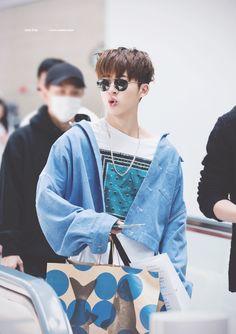 """Daily dose of His airport fashion (or lack of it 😉😂😰)"" Kim Hanbin Ikon, Ikon Kpop, Yg Ikon, Yg Entertainment, Ikon Member, Ikon Wallpaper, Double B, Fandom, Vogue Korea"