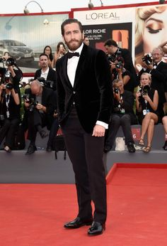Jake Gyllenhaal Photos - Jake Gyllenhaal attends the opening ceremony and premiere of 'Everest' during the Venice Film Festival on September 2015 in Venice, Italy. - Opening Ceremony and 'Everest' Premiere - Venice Film Festival Festival Fashion, Film Festival, Festival Style, Italian Fashion, Italian Style, Velvet Suit, Velvet Jacket, Vogue Covers, Jake Gyllenhaal