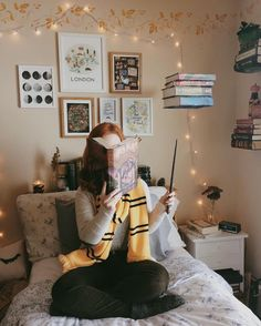 I'm a Hufflepuff and Azkaban is my favorite book! Deco Harry Potter, Theme Harry Potter, Harry Potter Bedroom, Harry Potter Aesthetic, Harry Potter World, Harry Potter Tumblr, Harry Potter Style, Book Aesthetic, My New Room
