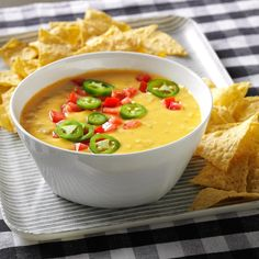 This Easy Queso Recipe Comes Together in Just 30 Minutes Chili Cheese Dips, Cheese Snacks, Nacho Cheese, Frappuccino, Chipotle, Chili Con Queso Recipe, Baked Onions, Easy Restaurant, Mexican Food Recipes