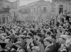 """Anni difficili, 1948, regia di Luigi Zampa. Il film, girato a Modica, ricevette la Coppa ENIC alla Mostra di Venezia del 1948 per il film di migliore fattura tecnica. Anni difficili suscitò un acceso dibattito (anche da parte di tanti personaggi influenti della scena politica del dopoguerra che si vedevano in qualche modo rispecchiati nella figura del sindaco-podestà), ed ovvi e violenti attacchi da parte della destra, i cui giornali ne chiesero persino il sequestro per """"diffamazione della…"""