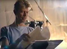 Amazing Bowie Rehearsal Footage from 1995 The gems keep coming Words: ES STAFF Check out this footage of David Bowie and his band rehearsing in 1995. It starts with the band running through 'Andy Warhol'…