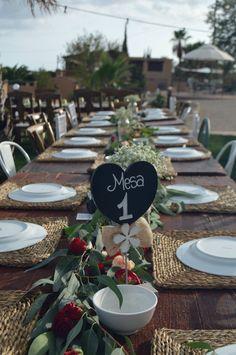 Mobiliario vintage  Alquiler en flores de Mallorca Sillas y mesas Rusticas