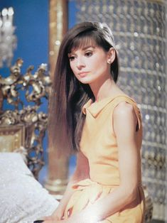 Audrey Hepburn with long hair...(not so often seen...)