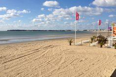 Pays de la Loire, presqu'île de Guérande, La Baule, réputée pour la beauté idyllique de ses plages de sable fin. Station balnéaire idéale pour conjuguer tourisme culturel, sports nautiques et bien-être.