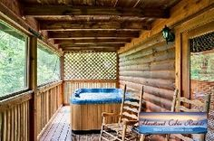 Lil' Snuggle Bear is a perfect romantic retreat for newlyweds and more. With convenience to both Gatlinburg and Pigeon Forge, this delightful cabin is your own retreat from a busy life. #Gatlinburgcabins