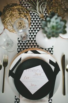 Rustic black & white wedding inspiration (via Bloglovin.com )