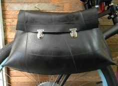 Panniers from truck inner tubes! Tyres Recycle, Diy Recycle, Recycled Tires, Bicycle Panniers, Bicycle Bag, Post Apocalyptic Fashion, Bike Art, Bicycle Accessories, Bicycle Design
