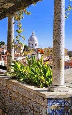 Panorama di un vecchio quartiere tradizionale di Lisbona