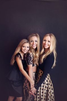 daughters sisters family portrait photography The particular Originality is a valuable regarding Taking pictures Photography Sister Picture Poses, Sister Poses, Girl Poses, Studio Family Portraits, Family Portrait Poses, Family Posing, Family Photos, Sibling Photography Poses, Family Portrait Photography