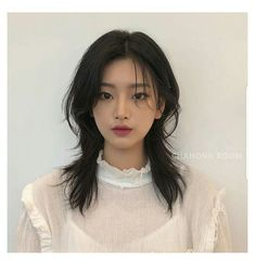 Short Hair Styles For Round Faces, Hairstyles For Round Faces, Pretty Hairstyles, Short Hair Cuts, Medium Hair Styles, Curly Hair Styles, Round Face Short Hair, Asian Hairstyles Women, Short Grunge Hair