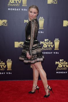 Kristen Bell sexy legs on the MTV movie awards red carept Perfect Legs, Great Legs, Beautiful Legs, Jennifer Lawrence, Beautiful Female Celebrities, Sexy Legs And Heels, Kristen Bell, Vanessa Hudgens, Sexy Outfits