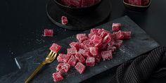Å lage gelé-godteri er mye enklere enn du tror. Oppskrift på hjemmelaget godteri med bringebærsmak - laget på naturlige råvarer.