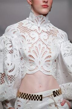 Zimmermann Ready To Wear Spring Summer 2020 New York Live Fashion, Fashion 2020, Runway Fashion, Fashion Show, Womens Fashion, Looks Chic, Looks Style, Fashion Details, Fashion Design