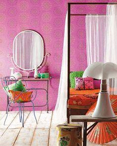Retro fucsia bedroom
