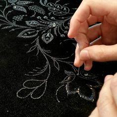 @mathiasbroderie - #broderie #embroidery #broderiemain #handembroidery #glazig #quimper #noir #black #swarovski #perles #beads #perlage #beading - #regrann