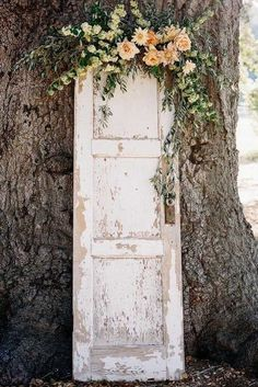 Rustic Wedding Decor For Country Ceremony ❤︎ Wedding planning ideas & inspiration. Wedding dresses, decor, and lots more. Rustic Wedding Backdrops, Outdoor Wedding Decorations, Rustic Outdoor Decor, Outdoor Weddings, Diy Photo Booth Backdrop, Wedding Doors, Wedding Signs, Vintage Doors, Antique Doors