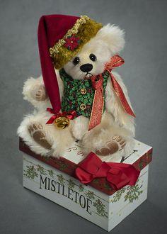 Mistletoe - about 10.5 inches - German Mohair. #artistbear #artistbears #teddybear #christmas #vickylougher Toy Corner, Christmas Teddy Bear, Bear Patterns, Cute Dog Pictures, Teddybear, Mistletoe, Bunnies, Cute Dogs, Bears