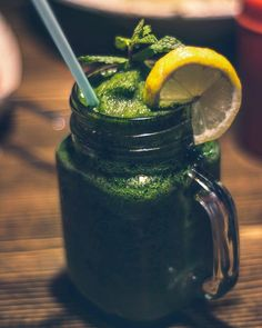 Green Smoothie 7 Day Detox Diet Plan: Lose Weight and Feel Better - Green Thickies: Filling Green Smoothie Recipes Yummy Smoothies, Breakfast Smoothies, Smoothie Recipes, Juice Recipes, Shake Recipes, Soup Recipes, Diet Recipes, Weight Loss Tea, Best Weight Loss