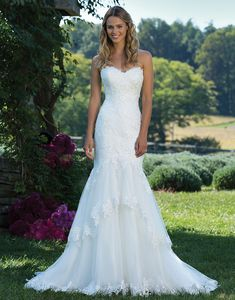 Sincerity Bridal 3988 Ivory Size 16 Trendy brides will love this lace and tulle fit-and-flare gown. Each tier is trimmed in lace to bring style and movement to this highly covetable dress. https://www.sinceritybridal.com/wedding_dress/3988