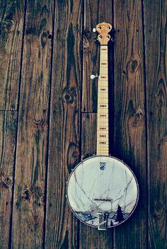 rainydaysandblankets:    blue-ridge-mountains:    by (wethetrees)    banjo lovin'.