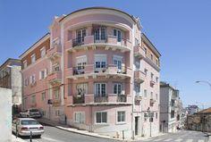 Segurança Social Património Imobiliário. Número:254_1 Tipo/Tipologia:Apartamento T4 Local:Rua João Chagas, nº 52 - R/C Dto Área Bruta:94 m2 Preço Base: 80.000 € Tipo de Venda:Ajuste direto
