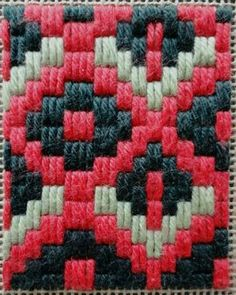 Discover thousands of images about Resultado de imagen de bargello embroidery stitches Broderie Bargello, Bargello Needlepoint, Needlepoint Stitches, Embroidery Stitches, Embroidery Patterns, Hand Embroidery, Needlework, Plastic Canvas Stitches, Plastic Canvas Tissue Boxes