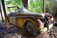 This how to start a Rat Rod, get a expensive Jaguar, next submerge it for 12 months in Missisipi mud, dunk it few times,. Abandoned Houses, Abandoned Places, Abandoned Vehicles, Buick, Vintage Cars, Antique Cars, Forgotten Treasures, Rust In Peace, Rusty Cars