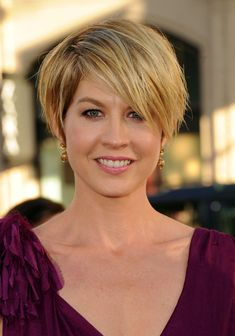 Jenna Elfman Actress Jenna Elfman arrives at the Premiere of Universal Pictures Larry Crowne at Graumans Chinese Theatre on June 27, 2011 in Hollywood, California.
