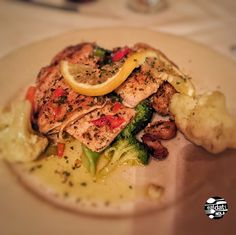 tony mandinas on the wank #gretna #westbank #Italian #delicious  ⚜️#EatDatNOLA #LoveToEat #eat #nola #nawlins #gottaeat #nomsNOLA #foodie #tasty #delicious #eatlocal #foodpics #nola #louisiana #NOLAdining #goodeats #EatDatYall #NewOrleans #OnlyinNOLA