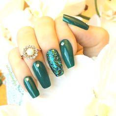 Outstanding Emerald Green Nails Art Designs For You - Page 13 of 80 - PinningFashionPinningFashion Green Nail Art, Green Nails, Green Nail Designs, Nail Art Designs, Nails Design, Emerald Nails, Winter Nails 2019, Trendy Nail Art, Stylish Nails